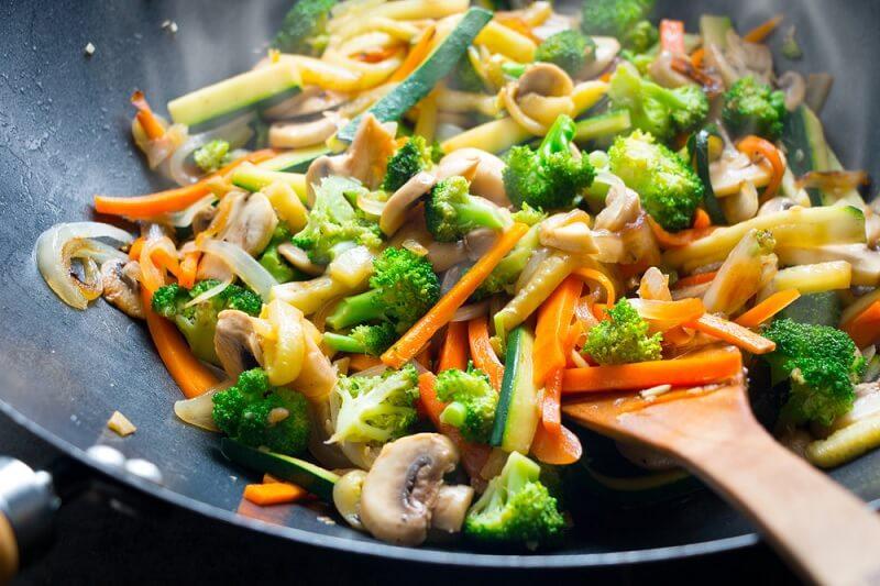 Nước ion kiềm còn được dùng trong nấu ăn giúp món ăn ngon hơn, đậm vị hơn
