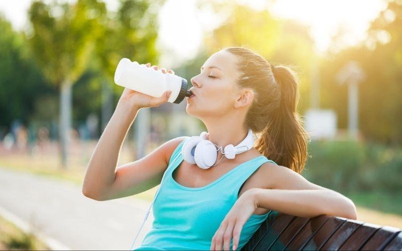 Uống nước đúng cách sau khi tập thể dục