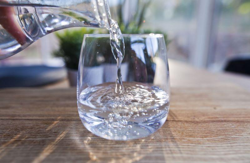 Trong nước điện giải ion kiềm (nước ion kiềm) có tác dụng loại bỏ/trung hòa các gốc tự do có hại cơ thể.