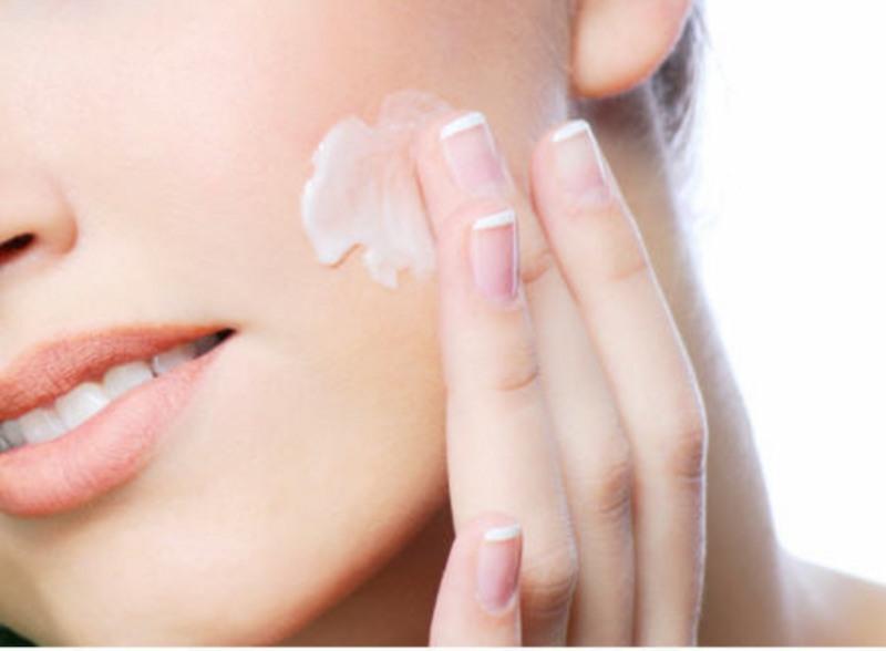 Sử dụng mỹ phẩm cũng mang lại hiệu quả dưỡng da rất cao