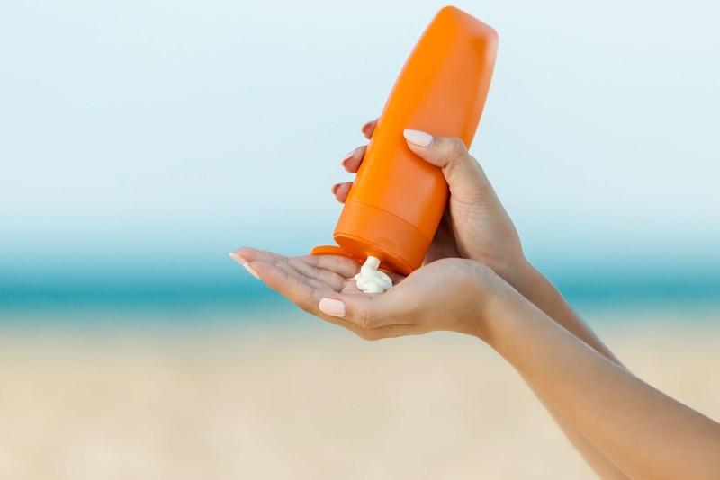 Thoa kem chống nắng là cách ngăn ngừa làn da bị lão hóa