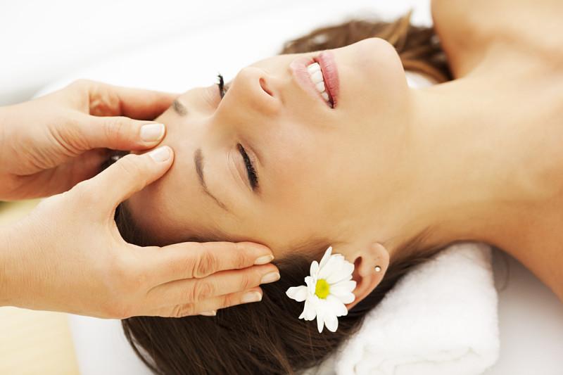 Massage mặt giúp cơ mặt săn chắc, giảm nếp nhăn