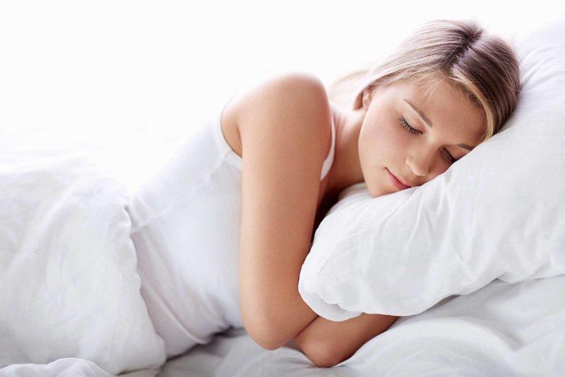 Ngủ đủ giấc giúp bạn có thể làn da khỏe mạnh, hồng hào