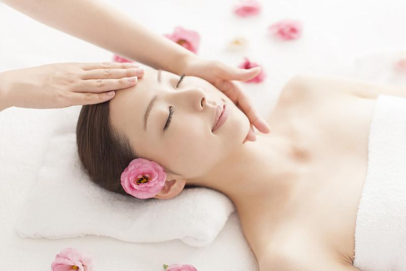 Massage da mặt là cách đơn giản giúp ngừa lão hóa da sớm