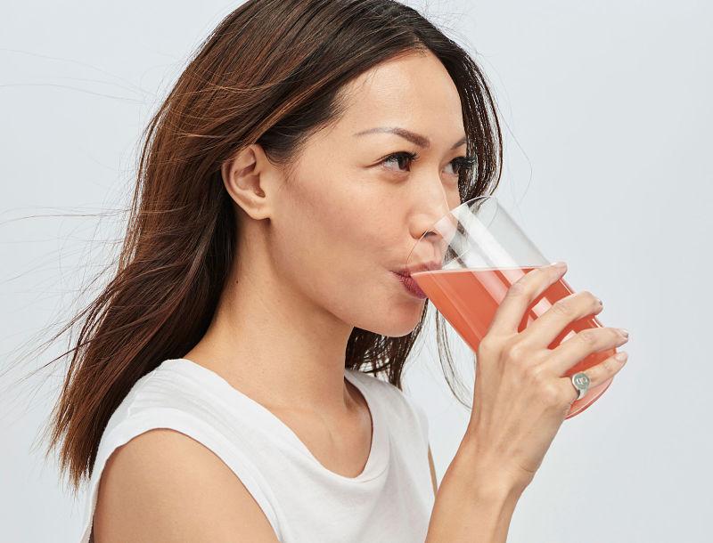 Uống bổ sung collagen giúp làn da luôn sáng mịn, khỏe khoắn