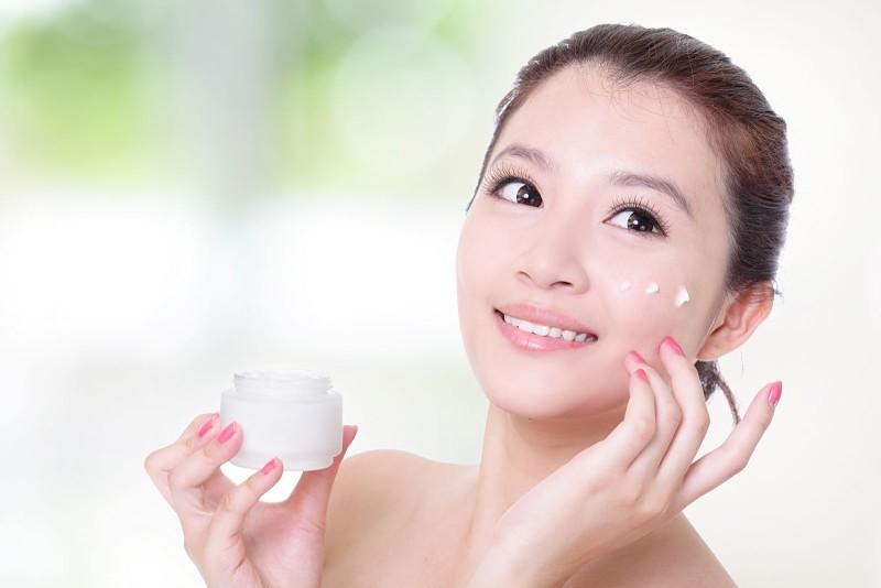 Bạn lưu ý chọn mỹ phẩm phù hợp để tránh gây kích ứng cho da