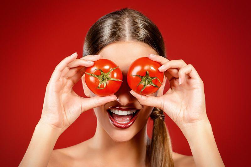 Mặt nạ cà chua giúp bạn duy trì độ ẩm cho da