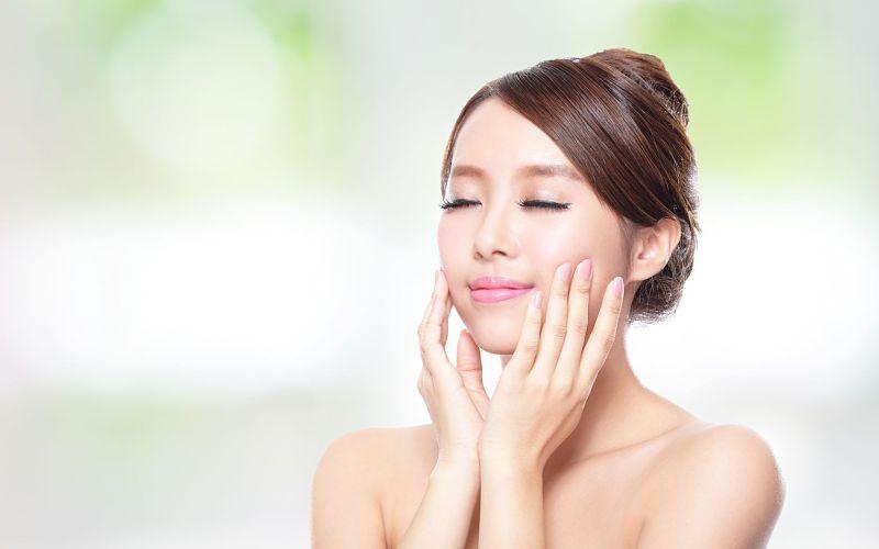 Bạn chú ý chăm sóc da ở những vùng da nhỏ nhất để giữ cho da luôn tươi trẻ