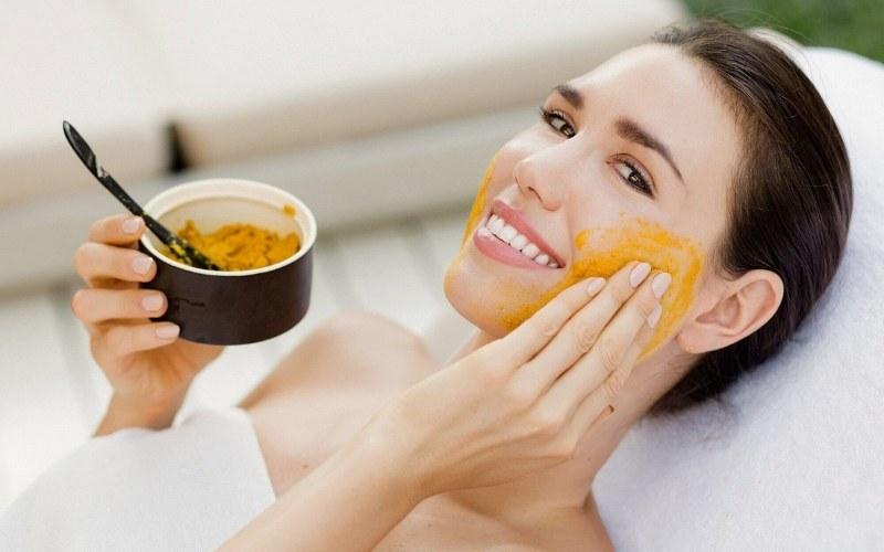 Tinh bột nghệ có khả năng ngừa lão hóa và làm mờ thâm sẹo trên da nhanh chóng