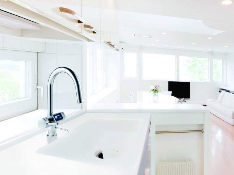 Thiết kế đơn giản làm bừng sáng phòng bếp theo phong cách tối giản