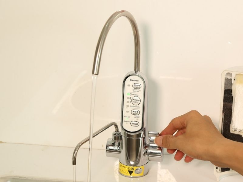 Máy lọc nước điện giải ion kiềm Cleansui EU301 được thiết kế dễ dàng sử dụng và an toàn