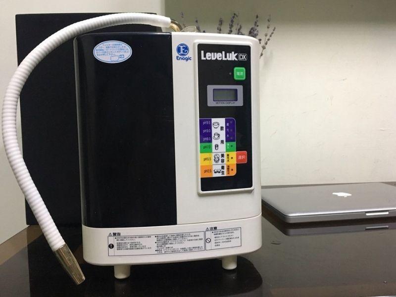 Máy lọc nước ion kiềm Leveluk DX sở hữu 5 tấm điện cực được làm từ chất liệu Titanium