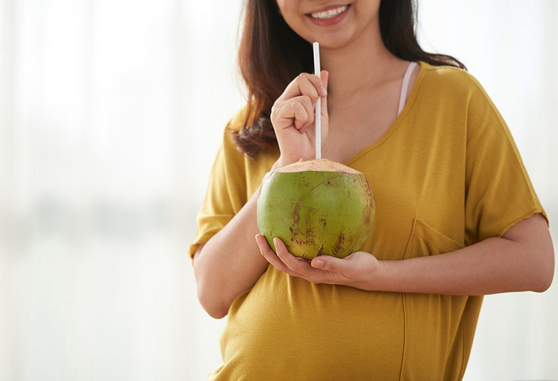 Nước dừa có tính kiềm giúp giữ cho cơ thể khỏi mất nước