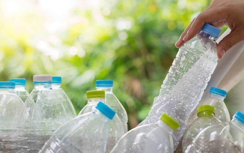 Tránh đặt chai nước dưới ánh sáng mặt trời hoặc nhiệt độ cao