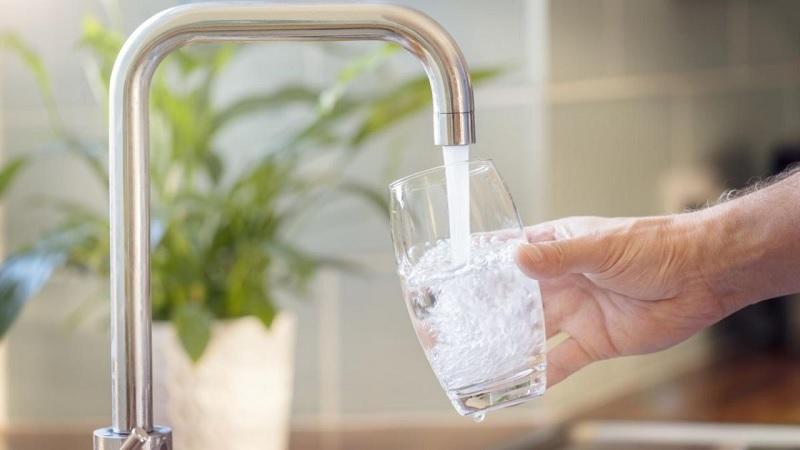 Các chuyên gia y tế khuyên người sử dụng nên uống trực tiếp nước xả ra từ vòi của máy lọc nước điện giải