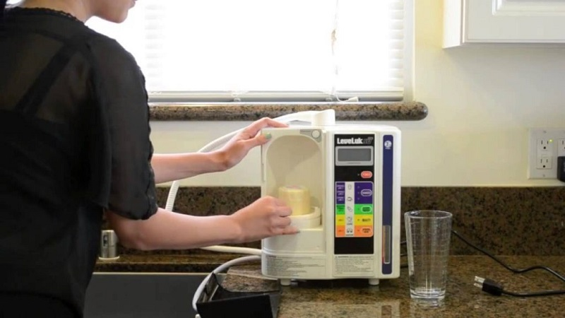 Sử dụng máy lọc nước ion kiềm để tạo ra nguồn nước đảm bảo tại nhà