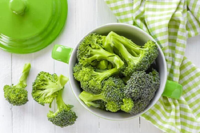 Bông cải xanh là thực phẩm mang tính kiềm cần được bổ sung hàng ngày.