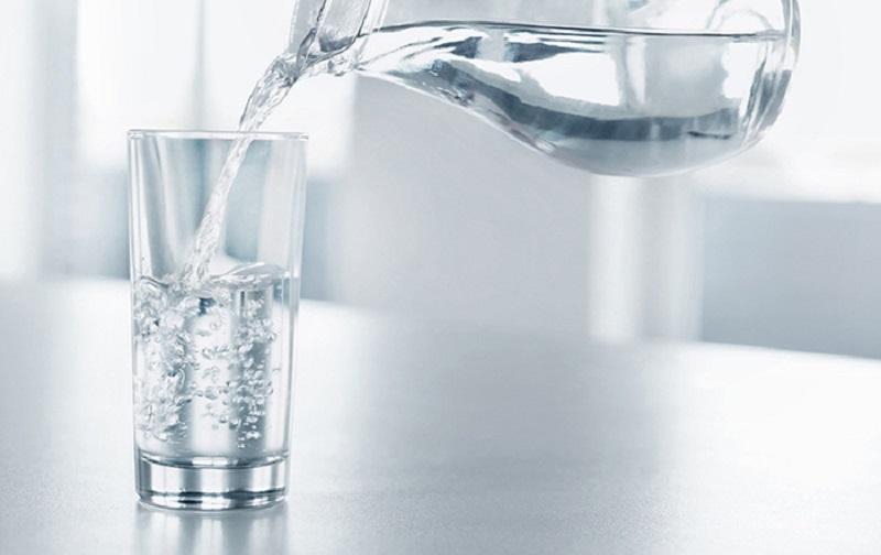 Mỗi ngày bạn cần uống từ 8 – 10 cốc nước