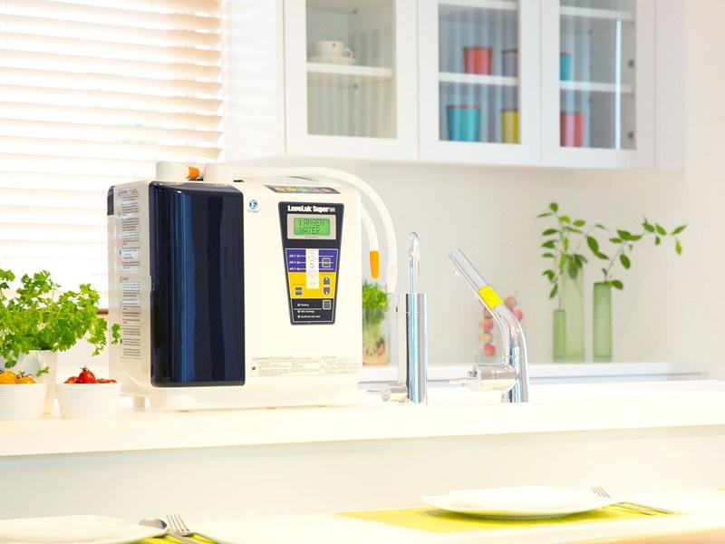 Máy lọc nước ion kiềm Leveluk được sản xuất bởi thương hiệu Enagic có hơn 50 năm kinh nghiệm ở Nhật Bản