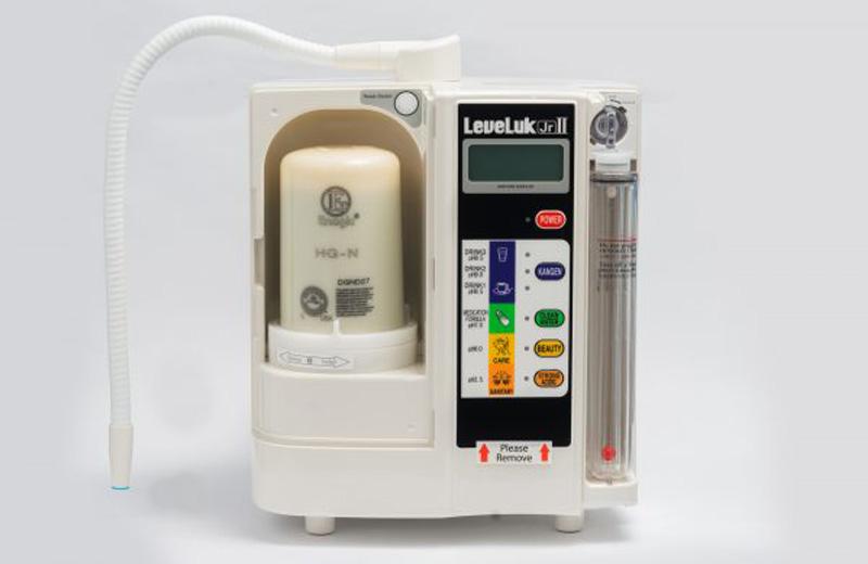 Kangen LeveLuk JrII được cấu tạo từ 2 bộ phận chính là buồng điện phân và lõi lọc